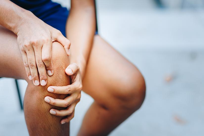 genunchii deteriorați