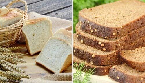 """Pâine albă simplă și pufoasă coaptă în formă de cozonac (tip """"cărămidă"""" sau toast)"""