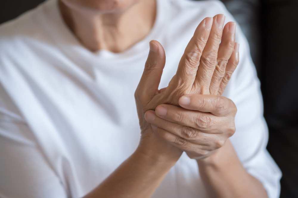 artrita reumatoidă a articulației degetului