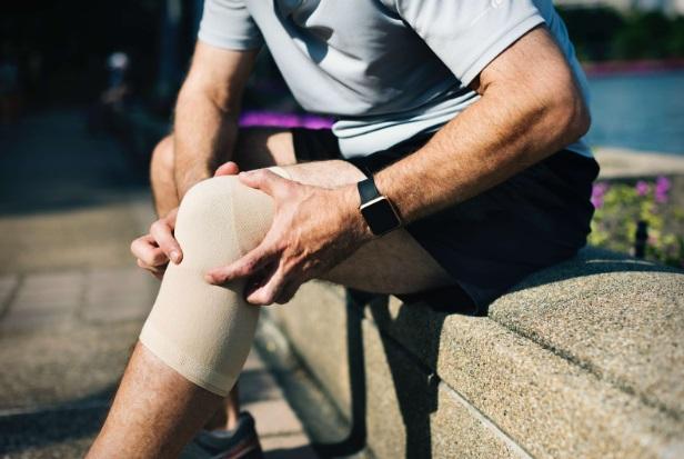 umflături la genunchi fără durere