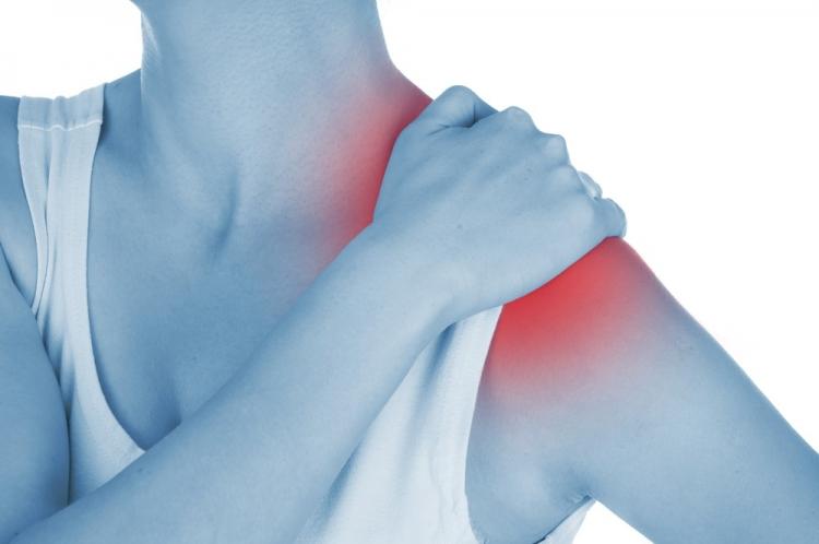 dureri musculare la nivelul umerilor edem simetric al gleznei