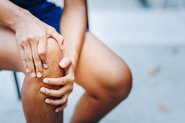 durere în articulația genunchiului picioarelor durerea articulară determină cauze metafizice