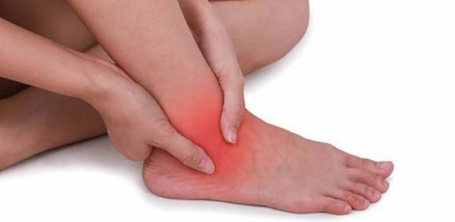 gleznele și picioarele doare