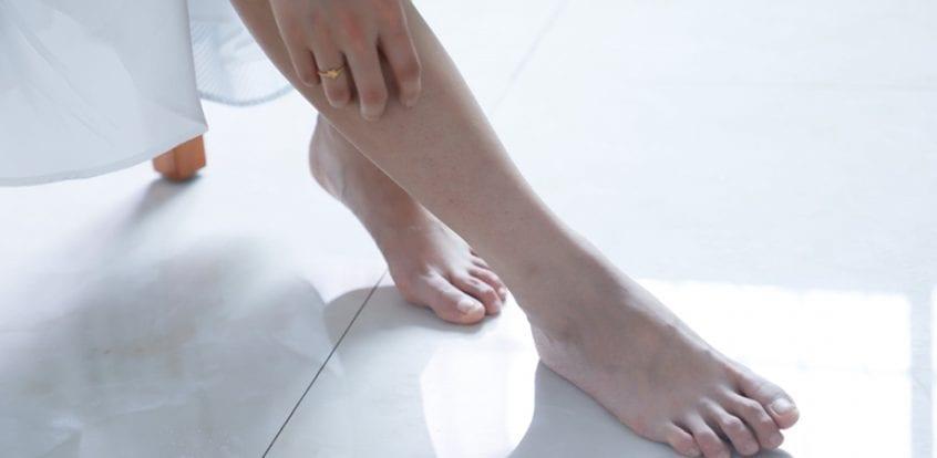 umflarea articulației pe picior și doare)