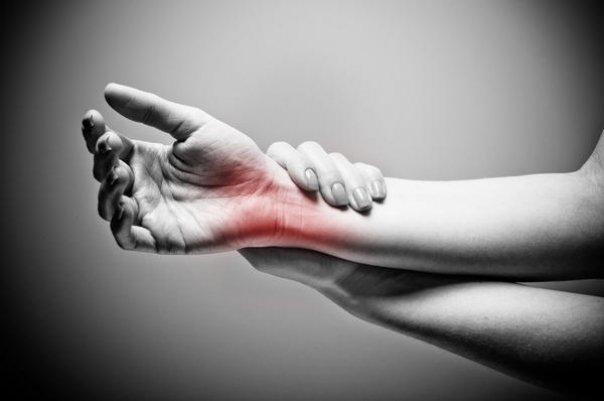 articulația umflată și dureroasă la încheietura mâinii