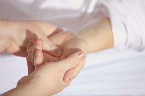 artrita articulației simptomelor degetului mare)